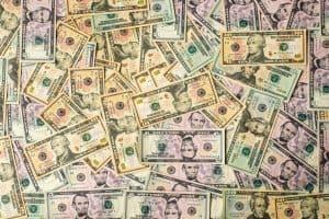 Ein riesiger Haufen Dollarscheine