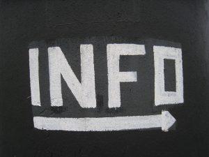 """Schild mit der Aufschrift """"Info"""""""