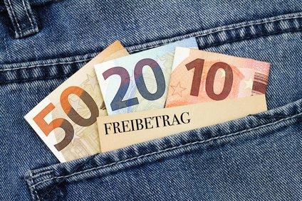 Steuerfreibetrag Geldscheine in Hosentasche