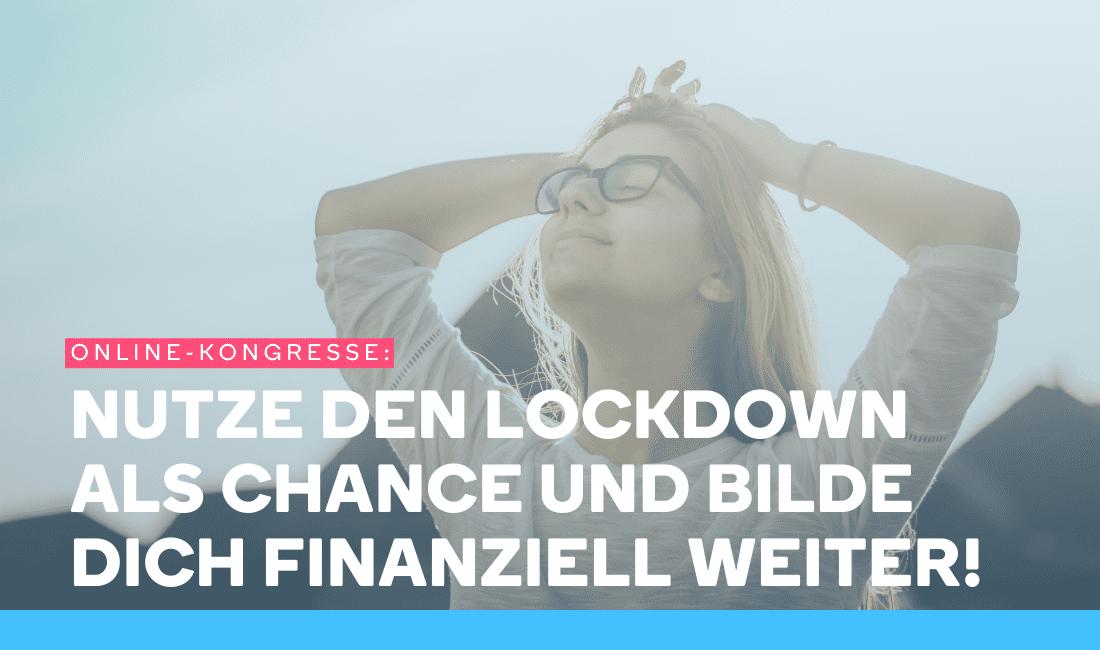 Frau ist glücklich, weil sie über Online-Kongresse finanzielle Bildung gelernt hat