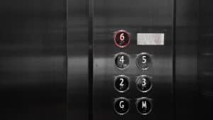 rote sechs als Sinnbild für die sechs Vorteile, in ETFs zu investieren