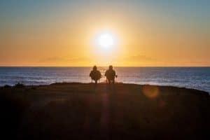 Altes Ehepaar genießt im Alter die Vorteile von Immobilien