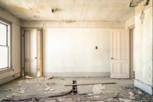 Bruchbude, die für fix & flip gekauft wurde, um mit Immobilien Geld zu verdienen