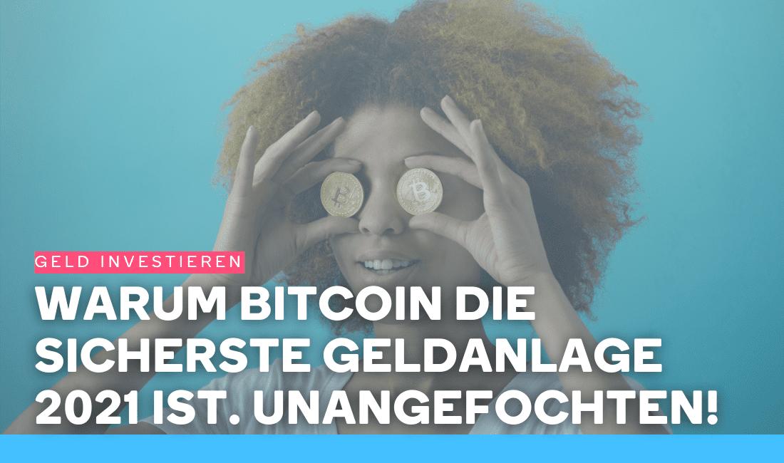 Frau hält sich zwei Bitcoins vor die Augen