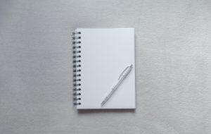 Ein Stift und ein Kalender